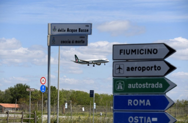 Italy to ease travel restrictions, businesses to reopen